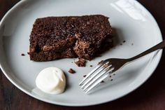 Now this seems like the most ultimate chocolate cake ever. I'd add a tsp of instant coffee to it just to bring out that most amazing chocolate flavour even more,, mmmmm Nigella Lawson's Dense Chocolate Loaf Cake on Best Cake Recipes, Sweet Recipes, Dessert Recipes, Dessert Ideas, Fall Recipes, Cake Ideas, Chocolate Loaf Cake, Chocolate Recipes, Nigella Lawson Chocolate Cake