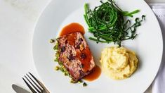 Tom Kerridge's turkey and bacon meatloaf with horseradish mash recipe Bacon Meatloaf, Turkey Meatloaf, Turkey Bacon, Roasted Turkey, Tom Kerridge, Mash Recipe, Light Recipes, Mashed Potatoes, Thanksgiving