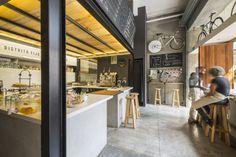 Construido en 2015 en Mexico City, México. Imagenes por Camila Cossio. Distrito Fijo es un proyecto comercial y de retailing de 85m2 ubicado en la colonia Juárez, dentro de la Ciudad de México.  El diseño del local...