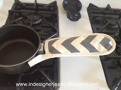 In Designer Jeans: Hot Pot Handle Holder! For the cast iron skillet at camp! Easy Sewing Projects, Diy Craft Projects, Quilting Projects, Sewing Tutorials, Sewing Crafts, Sewing Ideas, Craft Ideas, House Projects, Project Ideas
