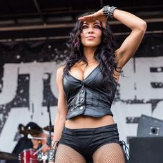 Butcher Babies Carla Harvey S Rocker Chick, Rocker Girl, Chica Heavy Metal, Heavy Metal Girl, Butcher Babies, Sexy Outfits, Rock And Roll Girl, Ladies Of Metal, Women Of Rock