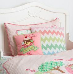 http://www.mamidecora.com/textil.room%20seven.html