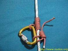 Nudo Autoblock El nudo Autoblock, es un de fricción fácil de hacer que se utiliza como medida de seguridad cuando estamos haciendo rapel. Se desarrolla mediante una cuerda fina alrededor de nuestra cuerda de escalada. Este nudo tiene dos misiones: la de trabar la carga y a diferencia de otros nudos, también se libera bajo la carga.