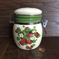 "VTG SWEET STRAWBERRY HINGED CANISTER JAR HOLDS 1 3/4 CUP 5"" TALL X 4 1/2"" WIDE  #Unknown"