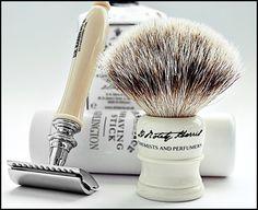 Pincel e lâmina de barba