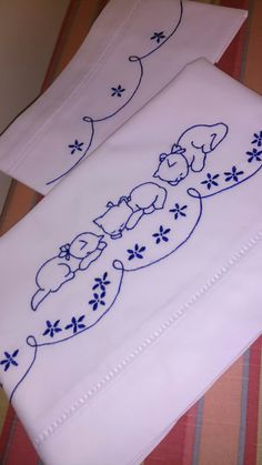 Bed sheet, hand embroidered, for crib. Baby Embroidery, Embroidery Fashion, Vintage Embroidery, Embroidery Stitches, Machine Embroidery, Embroidery Transfers, Hand Embroidery Designs, Embroidery Patterns, Spring Coloring Pages