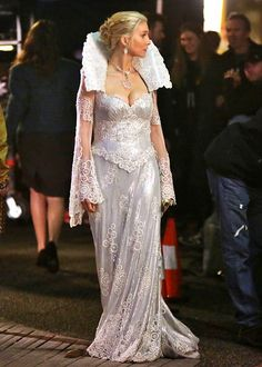 Snow Queen #OUAT Evil Queen Costume, Kids Outfits, Cool Outfits, Elizabeth Mitchell, Once Up A Time, Elisabeth, Snow Queen, Ice Queen, Celebrity Wallpapers