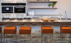 Keukeneiland met spoelbak en kookplaat
