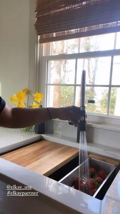 Kitchen Room Design, Kitchen Redo, Modern Kitchen Design, Home Decor Kitchen, Interior Design Living Room, Kitchen Remodel, Modern Kitchen Sinks, Living Room Partition Design, House Window Design