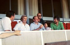 Kerry Packer revolutionised one-day cricket with World Series Cricket in the late '70s. Here, the media baron chats with (from left) Peter McFarline (The Age, Melbourne), Dick Tucker (of the defunct Daily Mirror, Sydney) and Brian Mossop