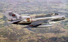 Aviones Caza y de Ataque:    Mikoyan-Gurevich MiG-19 Farmer Tipo                  Caza Fabricante    Unión Soviética --Mikoyan-Gurevich Primer vuelo         18 de septiembre de 1953 Introducido           Marzo de 1955 Generación                   2º Usuarios principales  Fuerza Aérea Soviética                  Fuerza Aérea del Ejército de la Liberación
