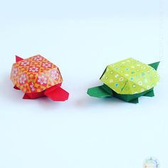 Origami Tortoise Box Design: Yoshihisa Kimura This is another easy, but cute model that I made recently. You can find more pictures and the source of the diagram in the article on my website: http://origamitutorials.com/origami-tortoise-box/. I post my pictures on my IG account for about a year and a half, but I never really share anything beyond Origami with you. Did you know - that I not only like unique Origami boxes, like this one, but I enjoy spending time with animals. Some would say…