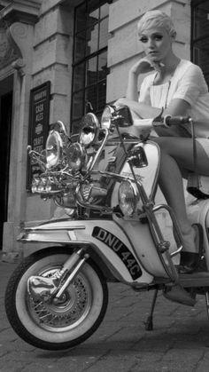 Keep it ska ! Scooter Girl, Retro Scooter, Vespa Girl, Lambretta Scooter, Vespa Scooters, Vespa Vintage, Skinhead Girl, Mod Girl, Pocket Bike