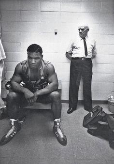 Mike Tyson and trainer Cus D'amato before his first professional fight. (1985)
