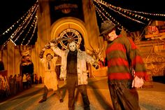 Yet again Universal Studios are celebrating Halloween with there annual spooktacular events..  http://www.alphaholidaylettings.com/USA_East_Coast_holiday_rentals/Florida/Orlando_Disney_Area