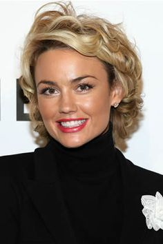 Kelly Carlson Actress Kelly Carlson arrives to the CHANEL and P. ARTS Party held at the CHANEL Beverly Hills boutique on September 2007 in Los Angeles, California. Kelly Carlson, Short Shag Hairstyles, Pretty Hairstyles, Worst Hairstyles, Haircuts, Short Curly Hair, Short Hair Cuts, Medium Hair Styles, Curly Hair Styles