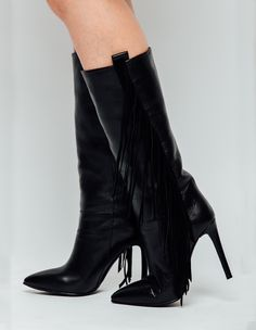Cizme medii cu franjuri Boho Chic, Boots, Fashion, Crotch Boots, Moda, Fashion Styles, Shoe Boot, Fasion
