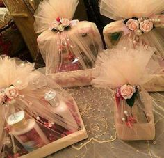 Trousseau packing ideas for makeup Wedding Hamper, Wedding Gift Baskets, Wedding Gift Wrapping, Wedding Gift Boxes, Wedding Cards, Wedding Favors, Wedding Gifts, Engagement Gift Baskets, Engagement Decorations