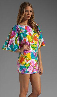 Compra Trina Turk Kaleidoscope Floral Tunic Cover Up en Multi en REVOLVE. Envío y devoluciones de 2-3 días gratis y 30 días de garantía de igualación de precio.