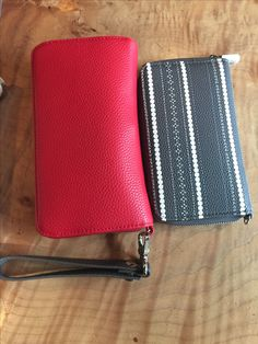 Comparison of all about the Benjamin\'s with stackin jacksons #wallet #fashion #yeg #myyeg #edmonton #style #shopping #love #thirtyone #thirtyonegifts #jillsstylishsolutions #allaboutthebenjamins #stackinjacksons #holidaygiftguide #holiday #giftsforher