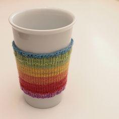 Sock yarn coffee cup cozy {free pattern} – The C Side Easy Knitting, Loom Knitting, Knitting Patterns Free, Free Pattern, Knitting Ideas, Knitting Machine, Knit Patterns, Coffee Cup Cozy, Mug Cozy