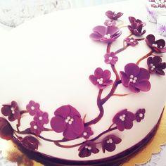Nisan, düğün pastasi