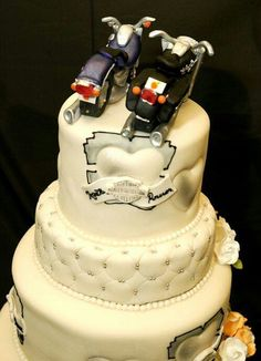 harley davidson wedding cake i like the initial at the top of the