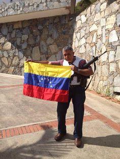 pic.twitter.com/gaKR6TkphT #23F EL GENERAL VIVAS ESTA EN DESOBEDIENCIA..NO SE ENTREGARA..EL MISMO ME LO AFIRMO..COMBATIRA A EL REGIMEN RT MASIVO