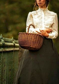Trevillion Images - edwardian-woman-with-wicker-basket Wicker Shopping Baskets, Wicker Baskets, Wicker Planter, Wicker Furniture, Furniture Ideas, Wicker Couch, Wicker Trunk, Wicker Bedroom, Wicker Table