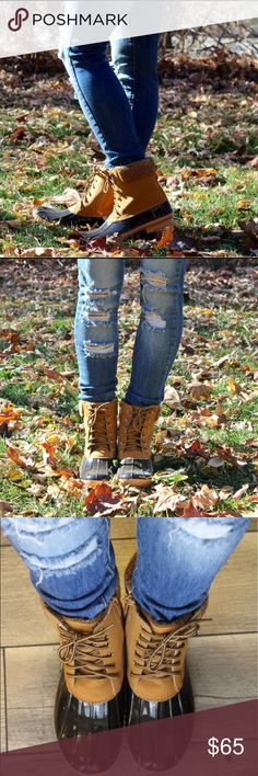 🎉BF Sale🎉 Duck Boots with Sherpa Accents One of the IT pieces for this fall/winter! Keep your toes warm and style on point. These boots are super versatile, and can be dressed both up and down. New with box. Run slightly small, if you're in between sizes I recommend sizing up a half size. Lover's Leap Boutique Shoes Winter & Rain Boots