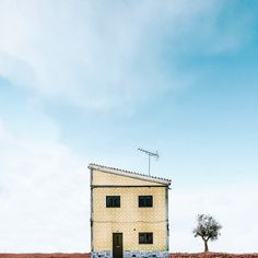 Photographer Snaps Pretty, Dreamlike Photos Of Stand-Alone Houses In Portugal 5