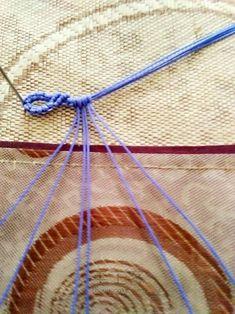 趣味macrame斜卷结手绳 第17步 Diy Friendship Bracelets Tutorial, Bracelet Tutorial, Crochet Necklace, Knots, How To Make, Patterns, Jewelry, Block Prints, Jewlery