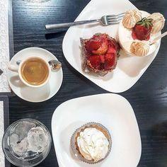 Pra fechar o domingo e desejar pra vocês uma boa semana esse #Repost @um_bom_cafe ・・・ Não pode faltar aqui a casa de pães mais famosa de São Paulo  a Bella Paulista. Recomendo vim aos domingos para depois do cafezinho aproveitar a avenida Paulista que fica bem pertinho e sempre é fechada para carros e aberta para recreação. . . . #avenidapaulista  #bellapaulista #sp  #brasil #coffee #cafe #espresso