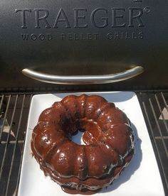 After all the meat goodies you can bake a cake in your Traeger. Set Traeger temperature to 325° and it cooked/baked for 1 hour. My favorite part was the little crunch on the outside but real moist inside. Traeger Smoked Choclate Cake. #traegernation #traegergrills #mytraeger #cake #choclate #dessert #desserts #sweets #nobsfood #forkyeah #certifiedgrilllover #feedfeed #buzzfeast #frosted #frosting #yum #eats #eeeeeats #nomnom Reposted Via @traegerman_bk