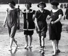 Seaside FASHION, 1913