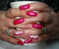 Natural nails with Acrylic Overlay #acrylicnails #handpainted #flowerdesign #nailart #blingnails #instanails #nailpro #showscratch #scratchnails #nailsmagazine #naildesigns #shaftesburynails #dorsetnails #gillinghamnails #moleenddesign