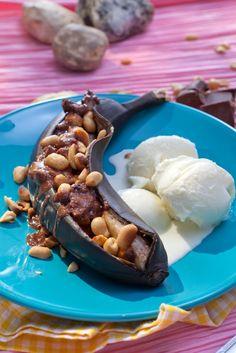 Grillatut suklaa-suolapähkinäbanaanit | K-ruoka #grillaus #jälkiruoka Healthy Baking, Acai Bowl, Ice Cream, Pudding, Breakfast, Desserts, Recipes, Food, Eat