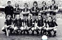 F. C. BARCELONA - Barcelona, España - Temporada 1974-75 - Sadurní, Neeskens, De la Cruz, Mario Marinho, Costas, Migueli; Rexach, Marcial, Cruyff, Asensi y Clares - F. C. BARCELONA 2 (Neeskens y Gorriti (p.p.), REAL SOCIEDAD 0 - 26/01/1975 - Liga de 1ª División, jornada 18 - Barcelona, Nou Camp - El Barsa se clasificó 3º en la Liga, con Rinus Michels de entrenador