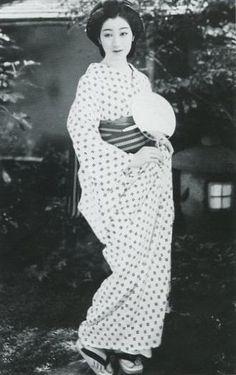 【画像あり】戦前の日本の写真が意外にもオシャレ過ぎてワロタwwwwwwww