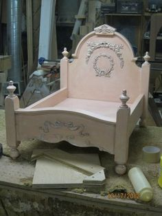 Shabby Chic Dog Bed❤❤❤ OMG, this would the PERFECT bed for onys dog lol