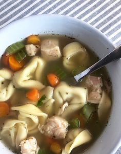 Chicken Tortellini Soup - Meal Planning Mommies Chicken Noodle Soup Can, Chicken Tortellini Soup, Ww Recipes, Popular Recipes, Healthy Recipes, Chicken Recipes, Cheap Clean Eating, Clean Eating Snacks, Healthy Soup