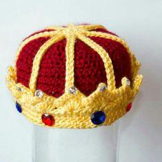 45 ideas for baby shower ideas for boys prince children Crochet Crown, Crochet Baby, Crochet Mandala Pattern, Crochet Patterns, Halloween Costume Hats, Crochet Photo Props, Newborn Photo Props, Yarn Crafts, Baby Hats