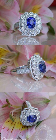 Magnificent Ceylon Sapphire Ring with Diamonds | Prächtiger Ceylon Saphir Ring mit Brillanten | Visit: schmucktraeume.com | Like: https://www.facebook.com/pages/Noble-Juwelen/150871984924926
