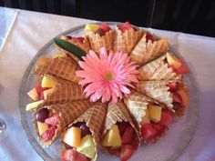 Fruit Salad in Waffle Cones (or an ice cream cone) for a Brunch --- Mothers Day or Baby shower. Add a mini marshmellow in bottom of cone to prevent fruit juice dripping. Botanas Para Baby Shower, Comida Para Baby Shower, Baby Shower Brunch, Baby Shower Parties, Baby Showers, Baby Girl Shower Food, Baby Shower Fruit, Bon Dessert, Dessert Aux Fruits