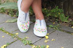 Mein sommerlich weiß - Outfit für kurvige Mädels. Schaut vorbei, es gibt auch tolle Schuhe von Covadas zu entdecken. Mehr auf franzisblog.de