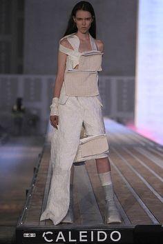 Desfile de María Ke Fisherman: una visión futurista de los años 70. #fashion #moda #fashionweek #mbfwmadrid #desfile
