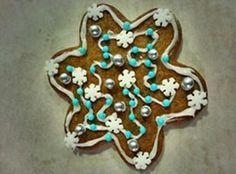 Olemme töissäni lasten kanssa harjoitelleet joulujuhliin runoa joka oli inspiraationi lähde näihin, Timanttipuu:  Jääpuikkojen helinää, soivia lumisia timantteja:  jäisiä kelloja, teräviä tähtiä,  sellainen on timanttipuu, pakkastuulen tekemä.   Jääpuikkojen helinää, soivia lumisia timantteja:  sinisiä kelloja, unisia tähtiä,  sellainen on timanttipuu, pakkastuulen tekemä.  (Hannele Huovi) - by Heidi -- #Piparkakku #Joulu #PipariBattle2013