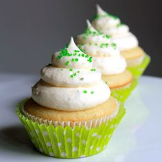 http://ohsweetday.com/2013/07/margarita-cupcake-with-lime-cream-cheese-frosting.html