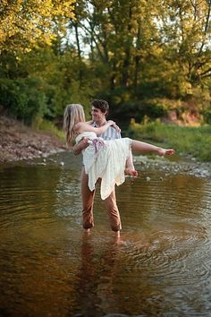 An Early Morning Dream Engagement Session Filled With Ponies, Cool Water & Love | Storyboard Wedding