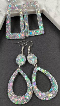 Epoxy Resin Art, Diy Resin Art, Diy Resin Crafts, Polymer Clay Crafts, Polymer Clay Jewelry, Jewelry Crafts, Diy Resin Earrings, Resin Jewelry Making, Diy Glitter Earrings